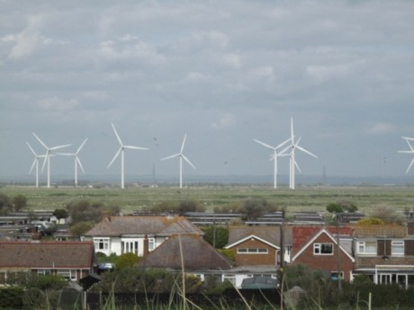 wind-turbines-near-homes-600x450
