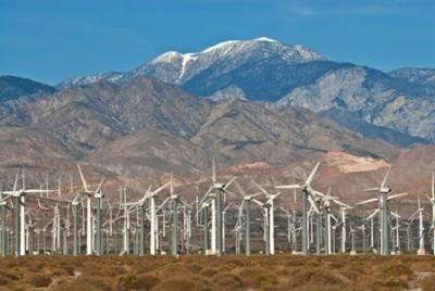 Wind_Turbine_farm_California_desert_iStock_000015914353Small_final