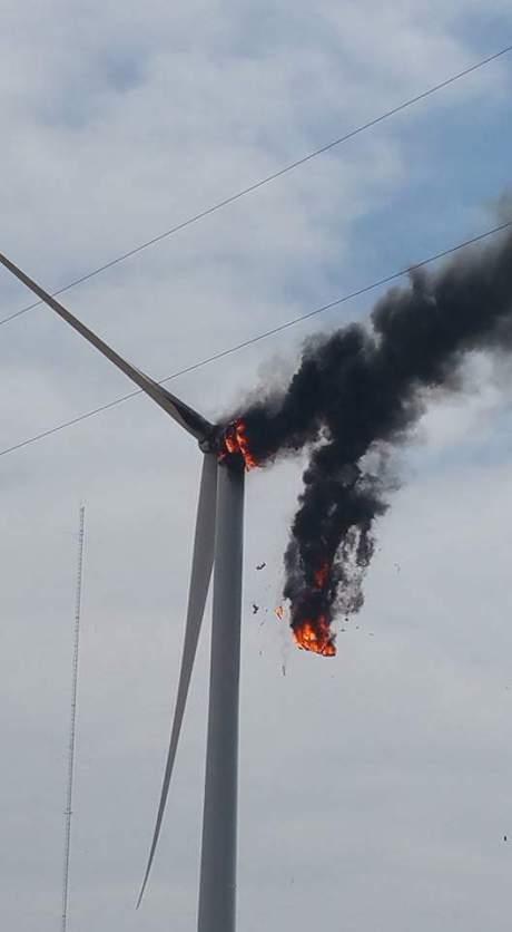Texas turbine fire 01